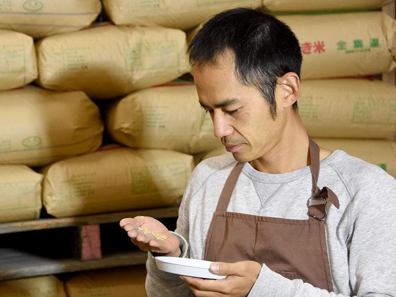 当店の農産物検査員が検査をし食味を重ねた上で納得のいくお米だけを販売しております。