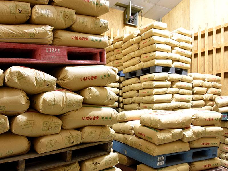 一定の品質を保つ為に使用している、倉庫は、一年を通して寒暖差の少ないお米にベストな環境を作っています。